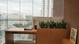 Hiên, sân thượng by ICONO Projetos e Interiores