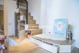 Escaleras de estilo  por VH INTERIOR DESIGN