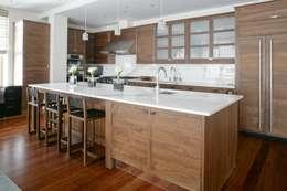 Mang vẽ đẹp lịch lãm là ưu điểm của vật liệu gỗ.:  Phòng ăn by Công ty TNHH Thiết Kế Xây Dựng Song Phát