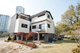 참가(家): 건축사사무소 아키포럼의  주택