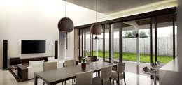 Dining Area:  Ruang Makan by Lukemala Creative Studio