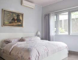 Master Bedroom // i45 House:  Kamar Tidur by Lukemala Creative Studio