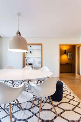 Apartamento T3 Matosinhos Sul: Salas de jantar modernas por Tangerinas e Pêssegos