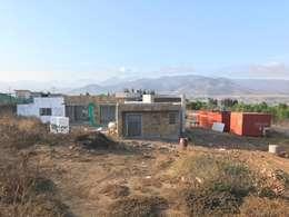 Proceso de construcción fachada posterior Vivienda Premium 115m2 Fundo Loreto.:  de estilo  por Territorio Arquitectura y Construccion