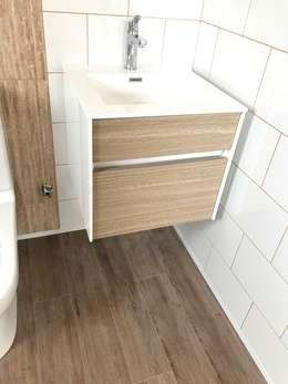Mueble Vanitorio baño de Visitas. Vivienda Premium 115m2 Fundo Loreto.: Baños de estilo moderno por Territorio Arquitectura y Construccion