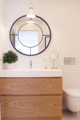 Baños de estilo escandinavo de Catarina Batista Studio