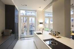 Cuisine intégrée de style  par Thijssen Verheijden Architecture & Management