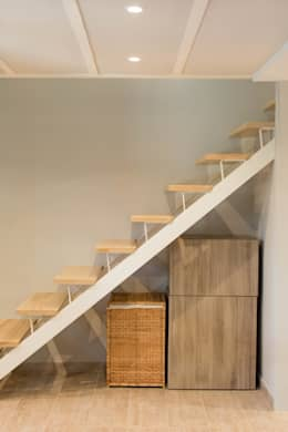 Casa II: Escaleras de estilo  de Marisol Manrique de Lara