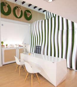 Diseño de tienda de interiorismo: Estudios y despachos de estilo minimalista de Coccolarvi