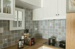 美式風格溫泉套房:  置入式廚房 by 大觀創境空間設計事務所