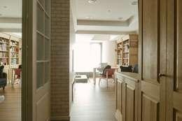 美式風格溫泉套房:  走廊 & 玄關 by 大觀創境空間設計事務所