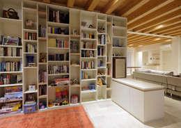 Progetto Atlante: Studio in stile in stile Moderno di Tratto Sottile
