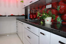Modular Kitchen with Pull out accessories:  Built-in kitchens by Enrich Interiors & Decors