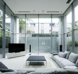 高輪台の家: Jun Watanabe & Associatesが手掛けたリビングです。