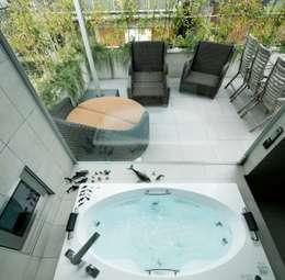 高輪台 建築家志望だった施主と協働して理想の住まいどくり House in Urban Setting 01: JWA,Jun Watanabe & Associatesが手掛けた浴室です。