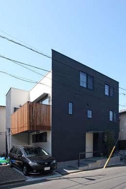 みんなの集まる家: 設計事務所アーキプレイスが手掛けた二世帯住宅です。