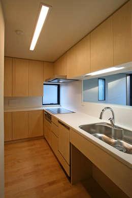 みんなの集まる家: 設計事務所アーキプレイスが手掛けたキッチンです。