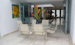 Casa Vega aruachan: Comedores de estilo minimalista por mínimal arquitectura