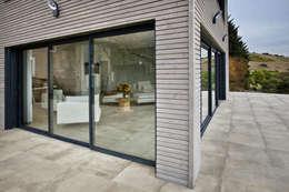 Rénovation d'une grange avec extension: Maisons de style de style Moderne par Optiréno