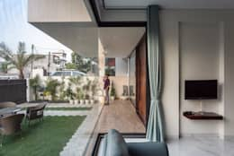 Sky Box House:  Front yard by Garg Architects