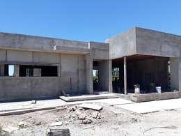 CASA CINCA-SALCEDO: Casas unifamiliares de estilo  por M.i. arquitectura & construcción