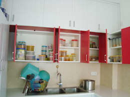 RESIDENT INTERIOR: classic Kitchen by Inshows Displays Private Limited