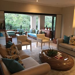 Zimbali Decorating:  Living room by Just Interior Design