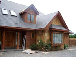 Stone House-. 210m2- Padre Hurtado: Chalets de estilo  por Casabella