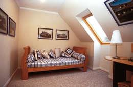 Stone House-. 210m2- Padre Hurtado: Dormitorios de estilo clásico por Casabella