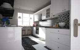 50GR Mimarlık – Beşiktaş_daire tasarımı: modern tarz Mutfak