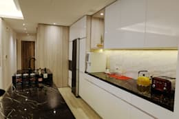 Minimalism and Monochorme modern condo: minimalistic Kitchen by inDfinity Design (M) SDN BHD