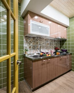 市區45年老屋華麗轉身 恬靜鄉村風:  置入式廚房 by 采荷設計(Color-Lotus Design)