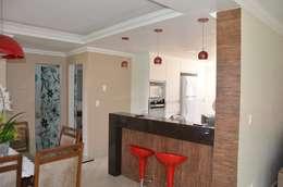 O balcão: Salas de jantar campestres por Solange Figueiredo - ALLS Arquitetura e engenharia