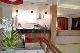Espaços interligados: Salas de estar campestres por Solange Figueiredo - ALLS Arquitetura e engenharia
