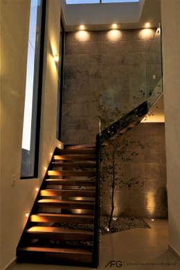 Recibidor / Escalera: Escaleras de estilo  por AFG Construcción y Diseño