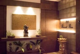 Residential Interior of 2bhk:  Corridor & hallway by ENTWURF