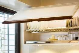 POISE Modular Kitchen: modern Kitchen by Poise