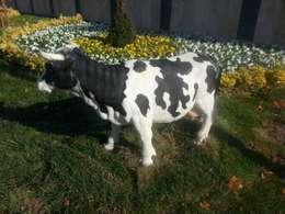 ZORLU PARK BAHÇE HEYKELLERİ – Silifke büyük inek;fiber en:33boy:104 yük:65 ağır:10:  tarz Bahçe