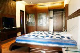 Sagar bajaj: modern Bedroom by SP INTERIORS