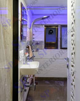 Rikin bhai: modern Bathroom by SP INTERIORS