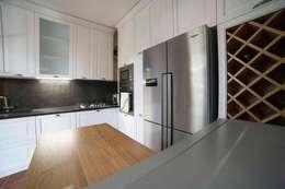 CUCINA SU MISURA ATTREZZATA: Cucina in stile in stile Classico di Falegnameria Grelli Danilo