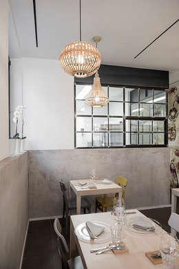 Ristorante C'esco Cucina_San Giovanni: Gastronomia in stile  di Archenjoy - Studio di Architettura -
