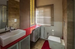 Residence: minimalistic Bathroom by Designism