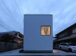 外観夜景: 石川淳建築設計事務所が手掛けた一戸建て住宅です。