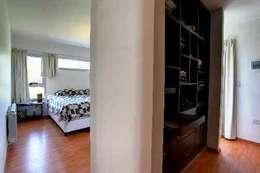 Vestidor: Dormitorios de estilo moderno por I.S. ARQUITECTURA
