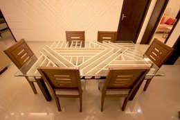 SANDEEP RESIDENCE: modern Dining room by CARTWHEEL