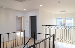 청라 패시브하우스 미아마스: OUA 오유에이의  복도 & 현관