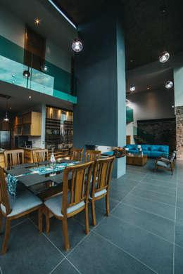 CASA HERRADURA: Comedores de estilo moderno por Zona Arquitectura Más Ingeniería