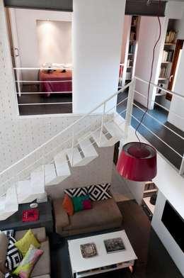 Salas / recibidores de estilo moderno por It's Singular