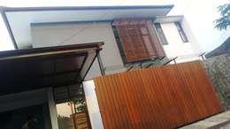 Tampak bagian depan:  Dinding by Urbanismo Indonesia